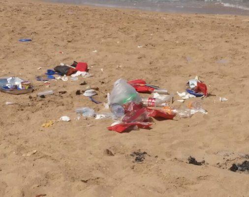 בקבוקים-בחוף