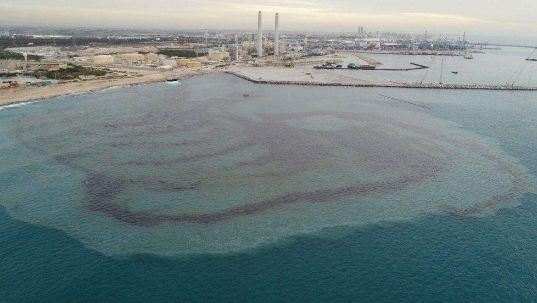 דליפת מזוט מחברת חשמל גרמה לזיהום ים ולסגירת מתקני התפלה