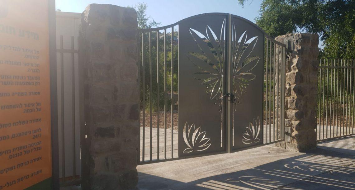 """""""צלול"""" לקרן לשטחים פתוחים: השקעתם בשיקום הנחל, ואילו מועצת מגדל רוצה לגבות כסף מהציבור ולסגור את הכניסה בשבת"""