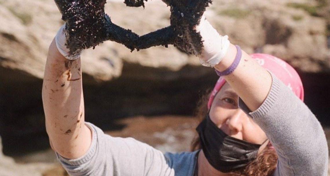 נקודת אור באסון הזפת: אלפי מתנדבים פשטו על החופים לנקות את הזיהום